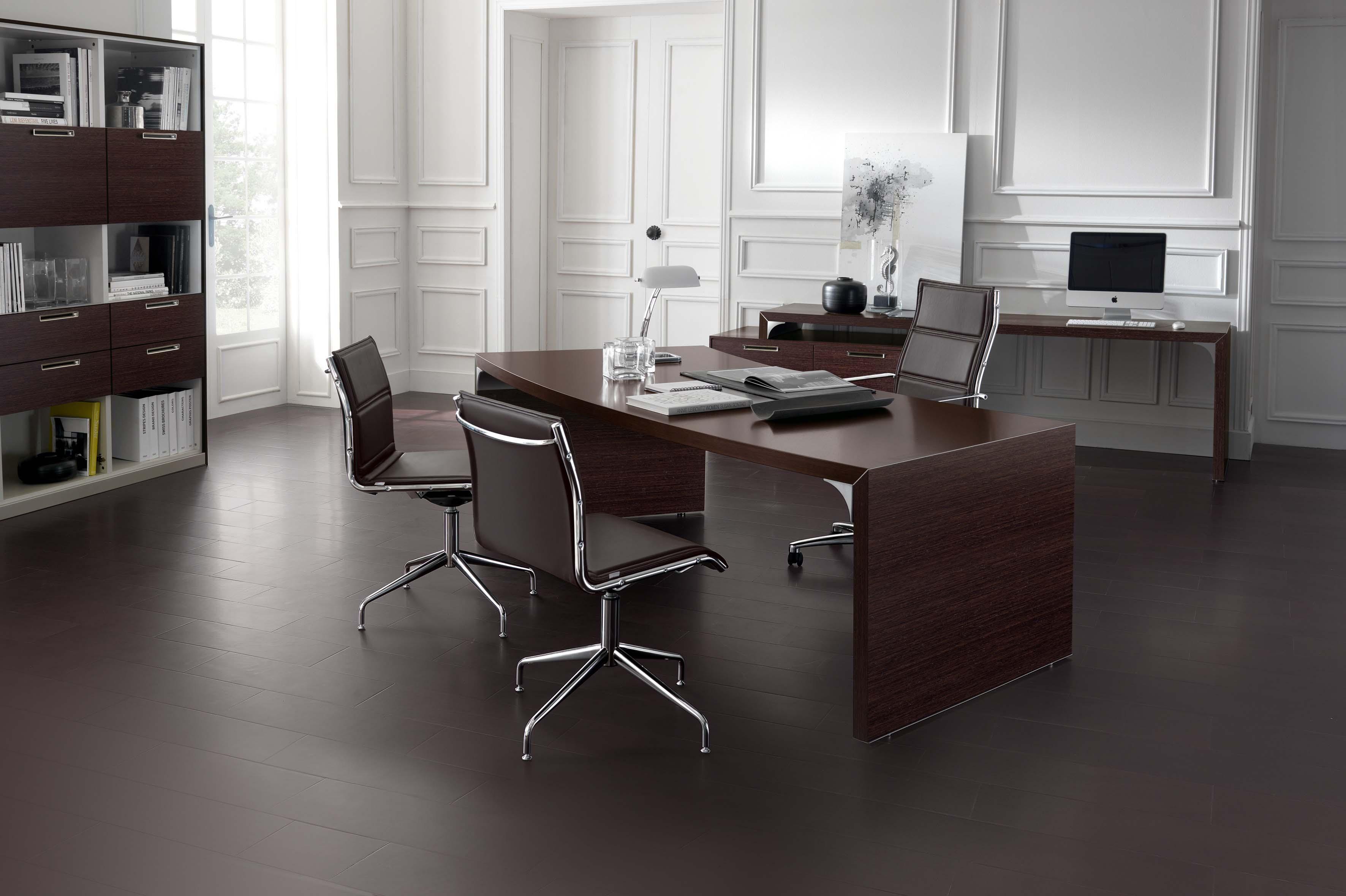 Scrivania direzionale mod with arredo ufficio moderno for Arredamento da studio